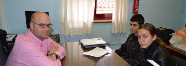 FERNANDO TAMAYO, CONCEJAL DE SERVICIOS DEL AYUNTAMIENTO DE CIEZA, RECIBE A LOS REPORTEROS DE CANAL JUNIOR RELOADED